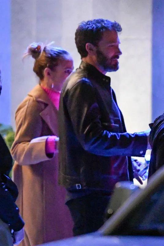 当地时间5月31日,Jennifer Lopez和Ben Affleck现身好莱坞