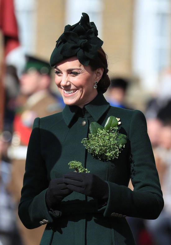 威廉王子和凯特王妃在英格兰出席爱尔兰卫队圣帕特里克节游行