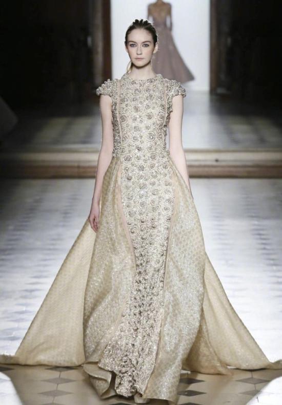 选择白色婚纱更多源于精神力量