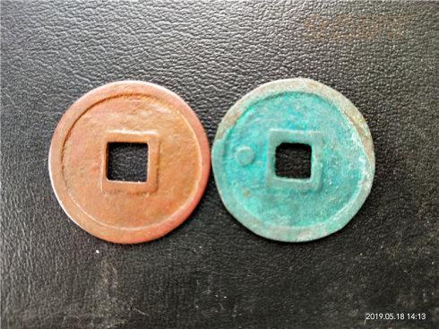2、金国贞祐通宝银质和铜质小平钱。