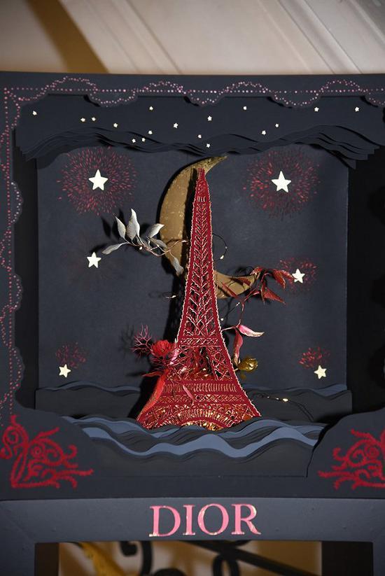 Dior圣诞树 图片来源:WWD