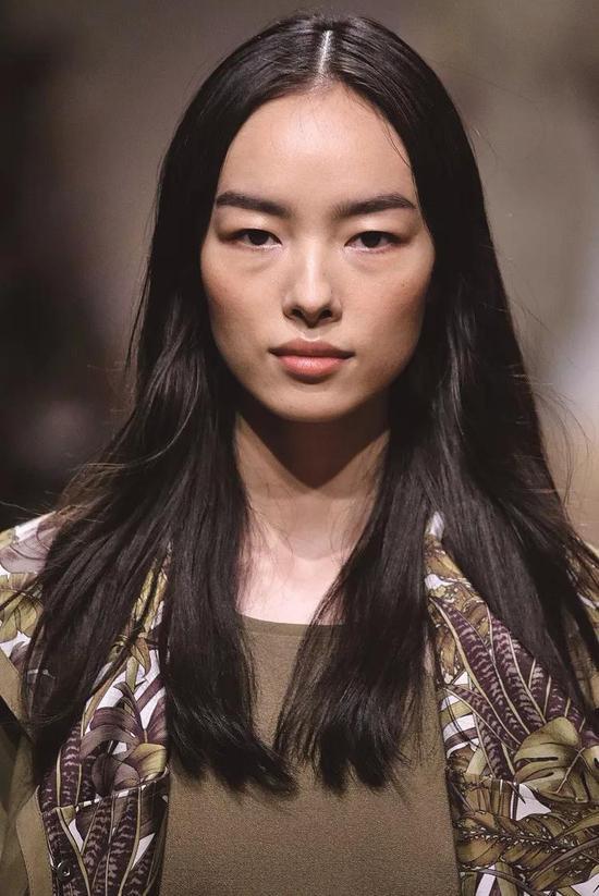 孙菲菲是首个登上美国版Allure封面的中国模特。图片来源:视觉中国