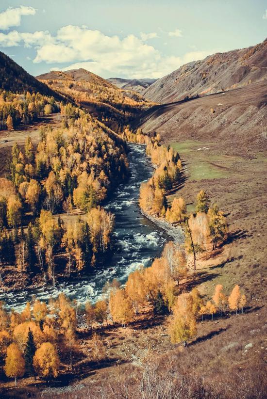 ▲贾登峪到禾木徒步的经典河湾