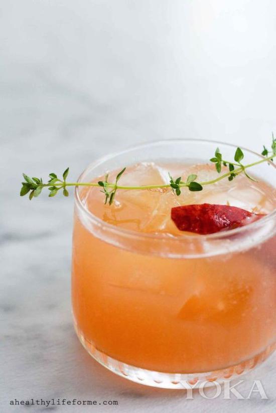 桃汁百香果+波本,酒精度數較高但是口感很適合女士 圖片來自ahealthylifeforme.com