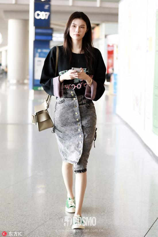 两个月不见的刘亦菲穿上牛仔裙更美了