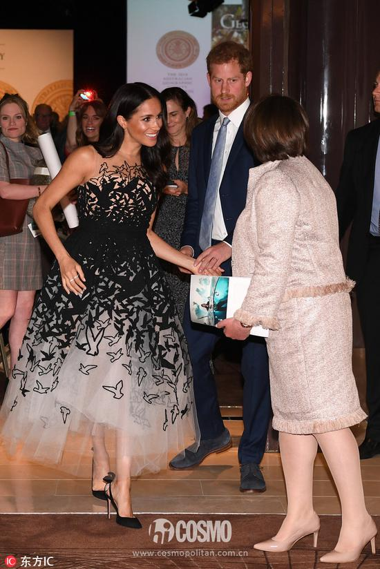 裙装:Oscar de la Renta