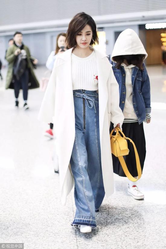 针织衫×格纹拖地裤