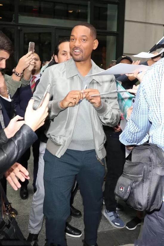 威尔史密斯出街棒球服配西裤减龄又时髦