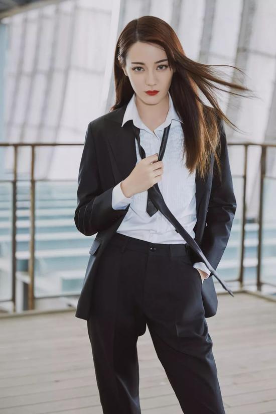 年度大盘点肖战蔡徐坤宋茜的时尚单品搭配指南