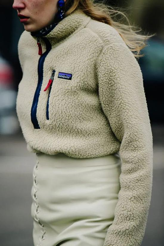 冬天怎么能少了毛茸茸的单品呢 保暖还时髦