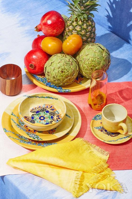 餐具可以選擇一些色彩鮮豔或有印花的更有氣氛 圖片來自The Elder Statesman