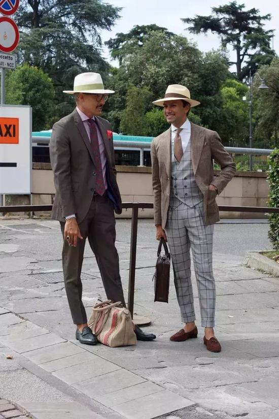 综合上面的,上班+品味双剑合一,男士手拎包中可以有3类: