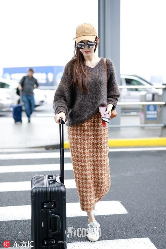 唐嫣身着Miu Miu毛衣