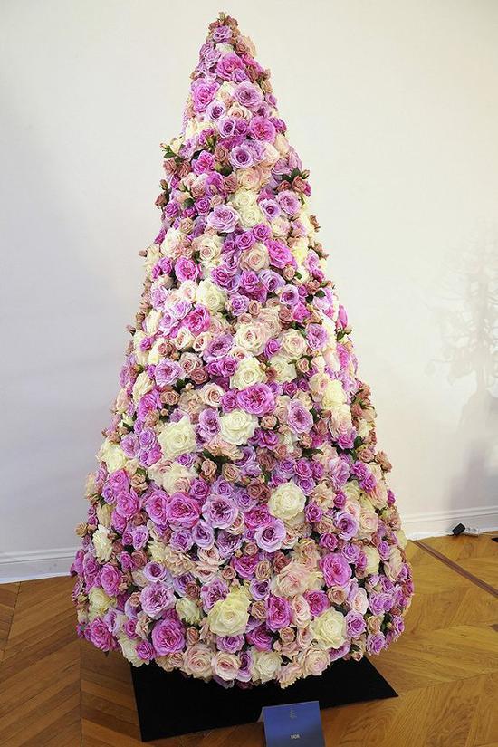 2015年的Dior圣诞树 图片来源:WWD