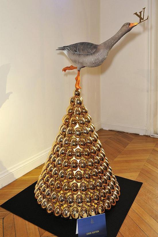 2013年的Louis  Vuitton圣诞树 图片来源:WWD
