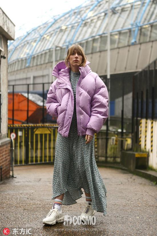 Harriet Stewart羽绒服:IenkiIenki连衣裙:Ghost短袜:Mother运动鞋:Nike