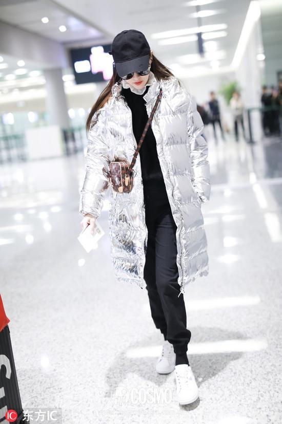 唐嫣身着Louis Vuitton羽绒服