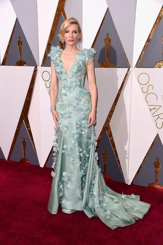 凯特·布兰切特在2016年奥斯卡颁奖礼红毯的造型 图片来源:Vogue
