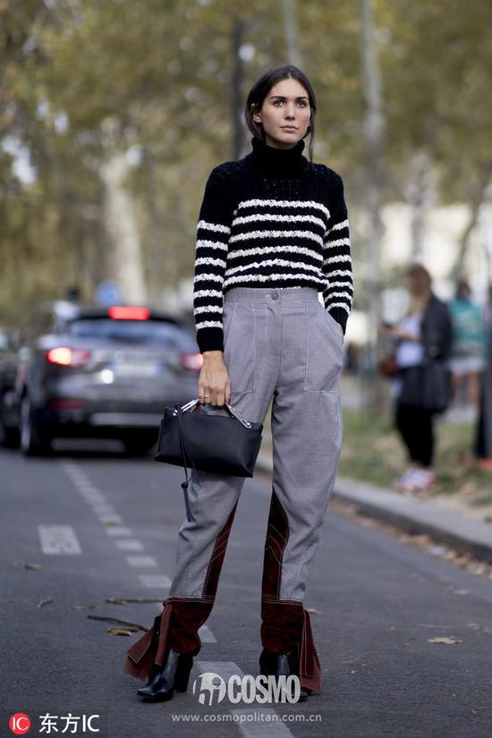 造型师 Diletta Bonaiuti毛衣:Loewe长裤:Loewe手袋:Loewe