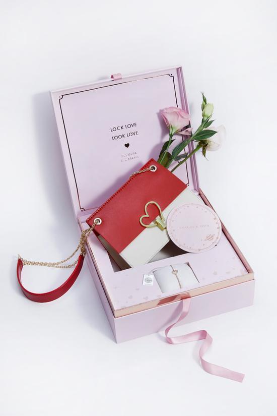 CHARLES & KEITH 情人节LOCK LOVE限定礼盒 图片源自品牌