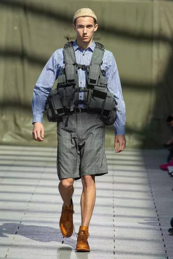这么帅气的机能马甲,为什么你一穿就像钓鱼的?