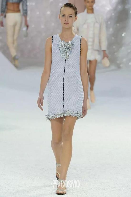 还有老佛爷自己的品牌Karl Lagerfeld,她也多次被印在各种各样的单品上。