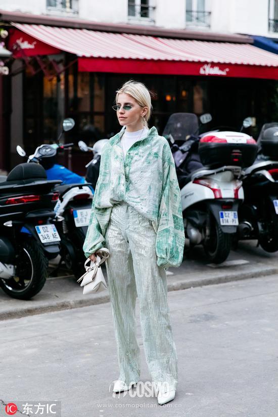 时尚博主Caroline Daur整套服装:Acne Studios手袋:Acne Studios