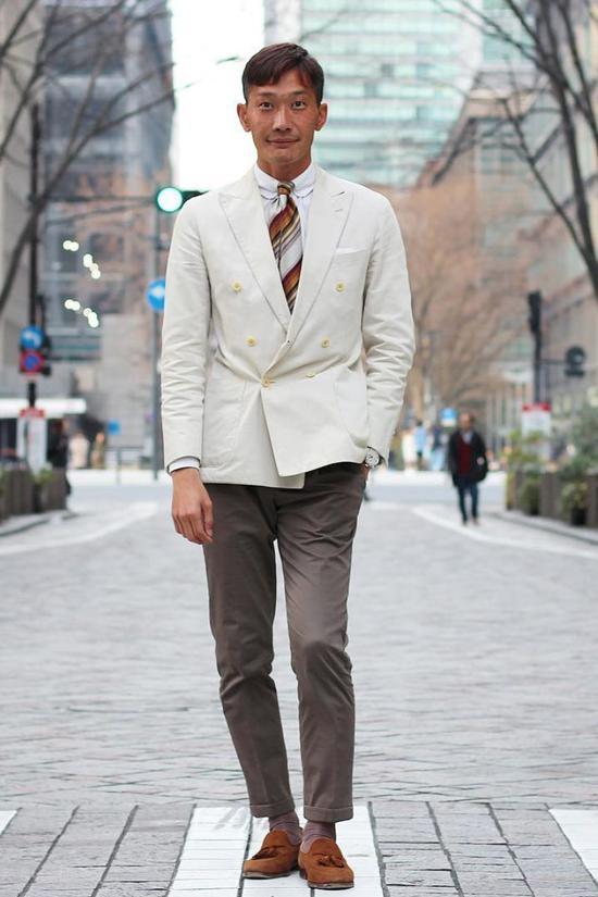 白色系棉质西装