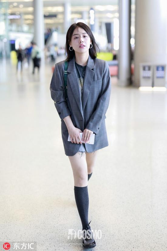 腰间点缀一条腰带更修饰身材,塑造出完美的腰部线条,更加凸显女性魅力.
