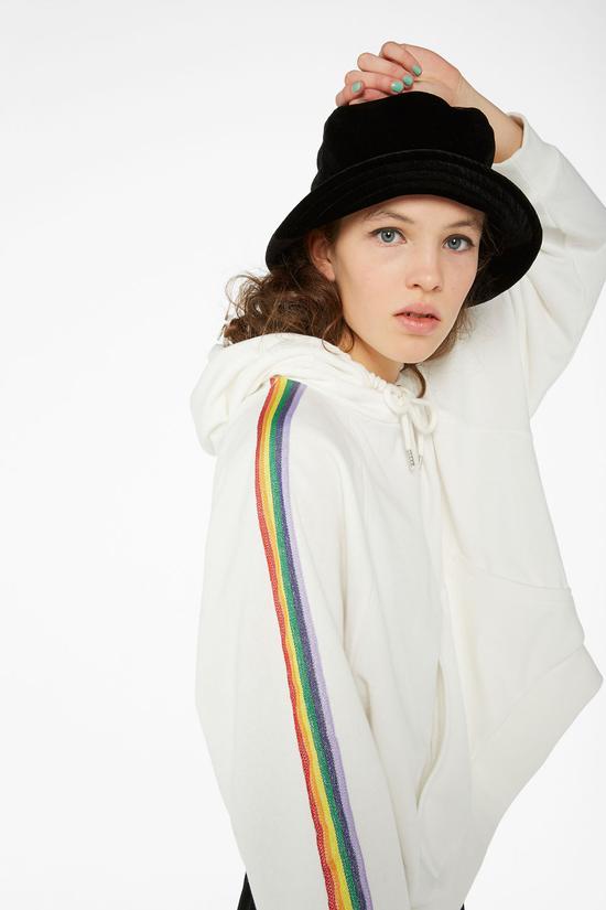 白色飾邊帽衫 Monki
