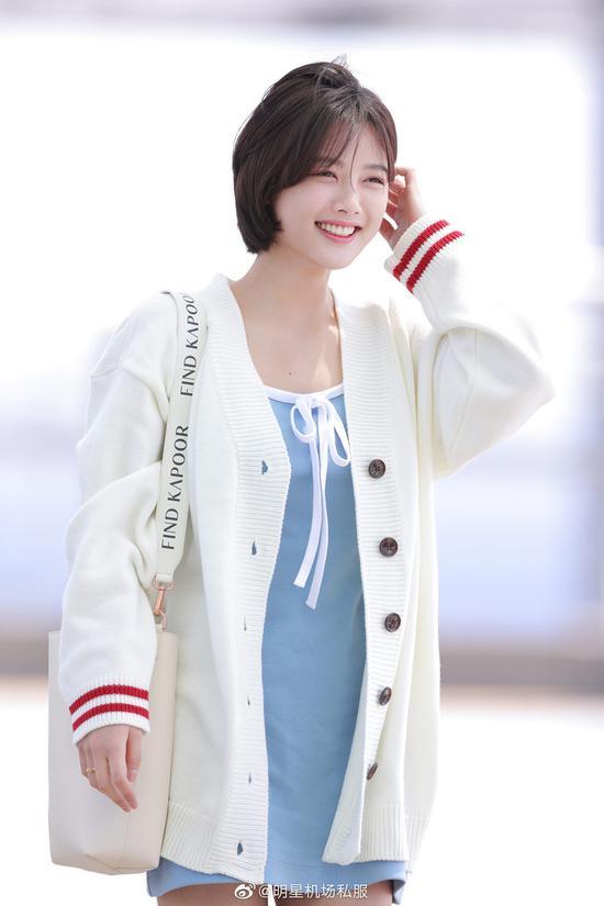 金裕贞身着MIXXMIX外套+连衣裙