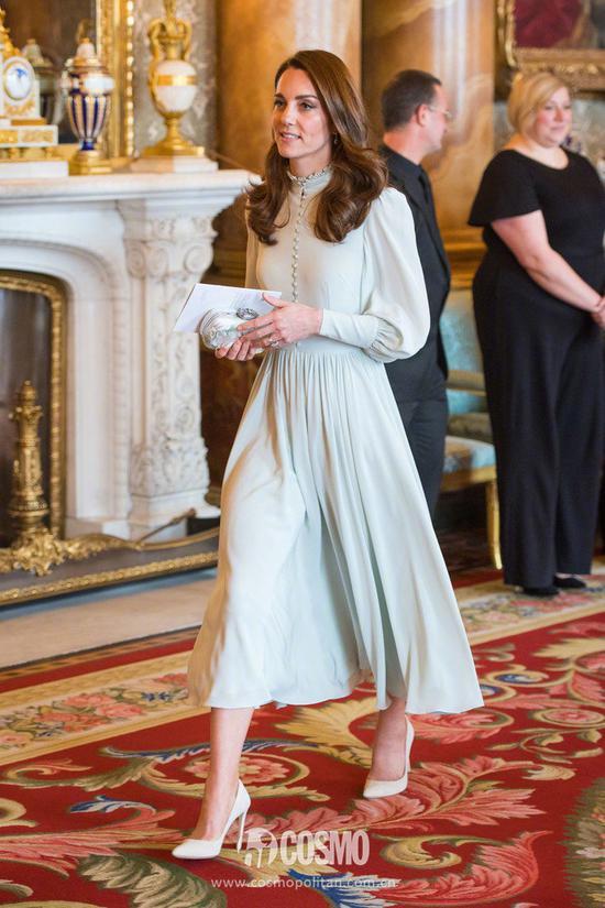 凯特王妃身穿Alexander McQueen裙装