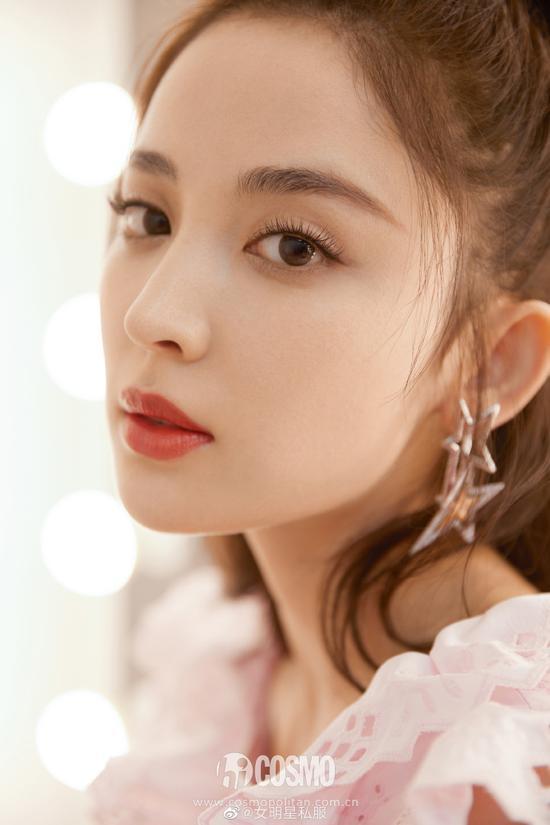 耳环:Cissy Shi