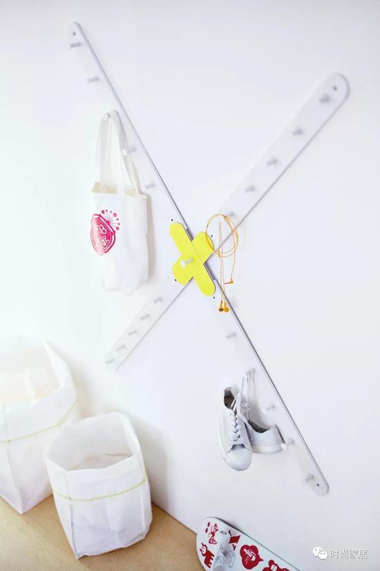 ▲可自由搭配造型的墙面挂钩,让墙面收纳充满趣味。