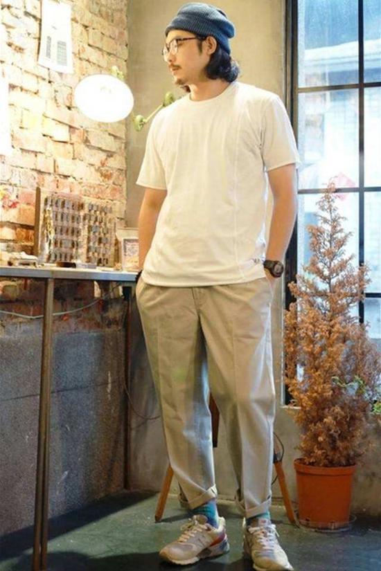 搭配三:白T搭配西装裤
