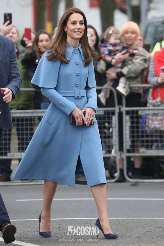 凯特王妃身穿Mulberry蓝色大衣