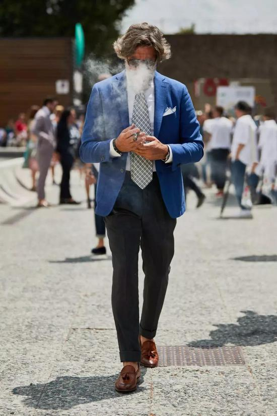搭配元素的尺度拿捏,绅士熟男与骚男只有一线之差熟男西服