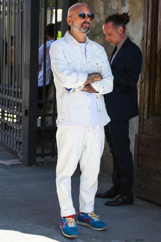 型男们请收下这份白色穿搭攻略
