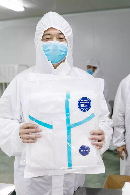 上图:利郎研发的医用防护服