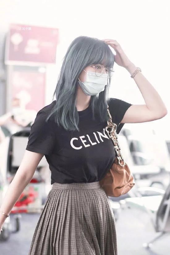 程潇 百褶裙:CELINE