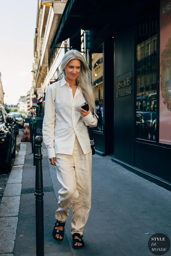还有什么比一条白色阔腿裤更好搭呢