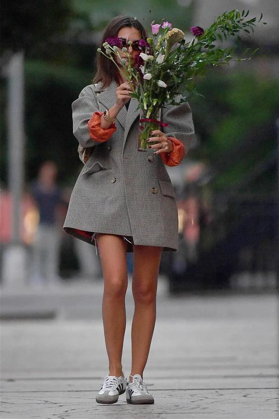 格子西装成为近两年时尚圈里的爆火单品你真的会搭吗