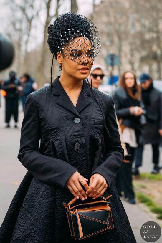 今年最后一天 想送自己一件能穿十年的黑色大衣