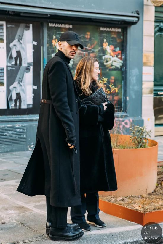今年最后一天想送自己一件能穿十年的黑色大衣