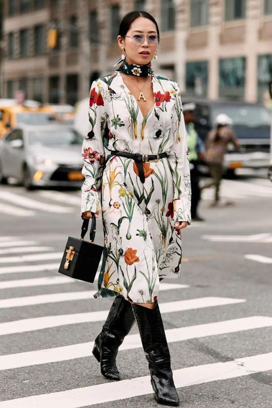 一条丝巾的5种不同系法 时髦精致 初春的完美配饰