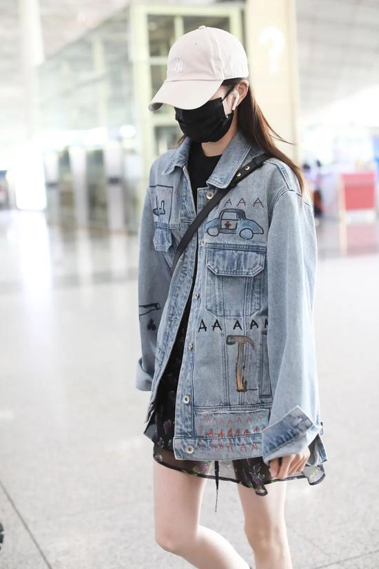 5月10日,刘浩存现身北京机场