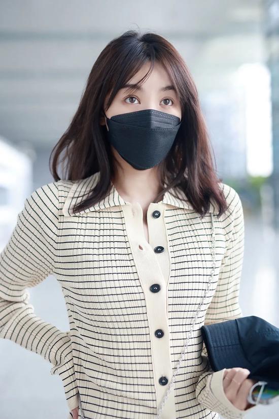 5月8日,李菲儿现身上海机场
