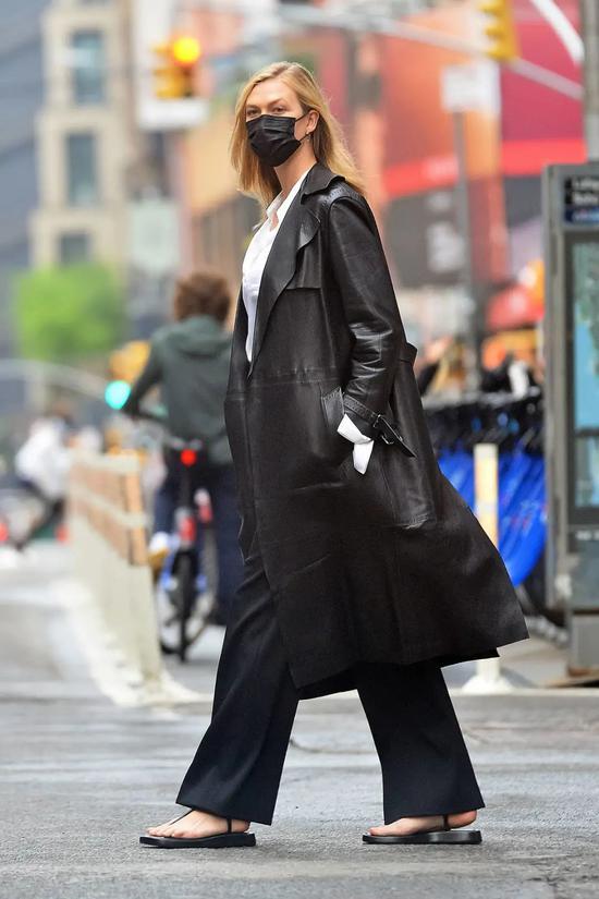 当地时间5月7日,Karlie Kloss现身纽约