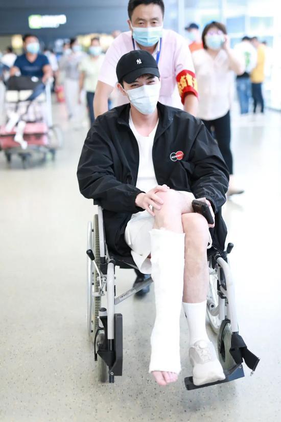 5月31日,徐开骋现身上海机场