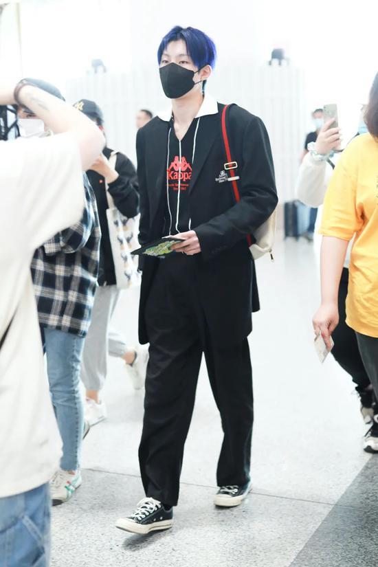 6月1日,奥斯卡现身北京机场